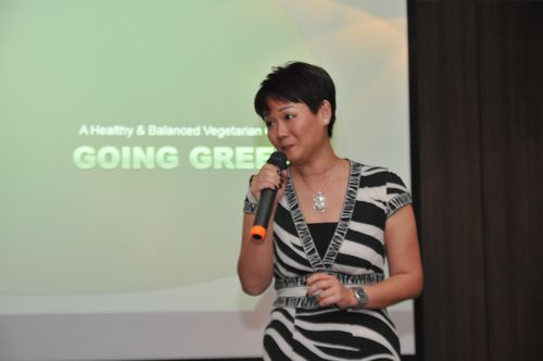 Phng Li Kim, CEO of KMP giving a speech during the launch
