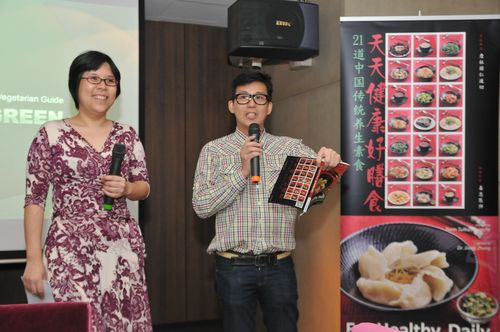 Our very own celebrity author, Jamie Khoo and celebrity designer, Eric Choong hosted the launch